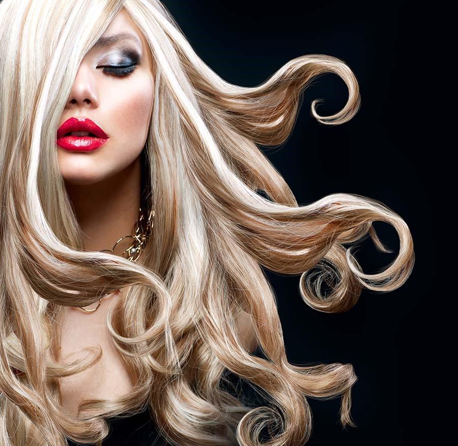 capelli lunghi biondi
